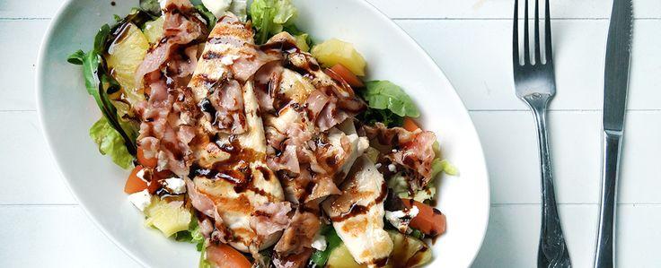 Salade met bacon, kip, ananas, geitenkaas, tomaat en balsami... | Gewoon wat een studentje 's avonds eet | Bloglovin'