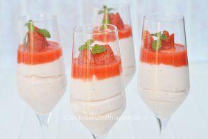 Aardbeien bavarois met aardbeien coulis