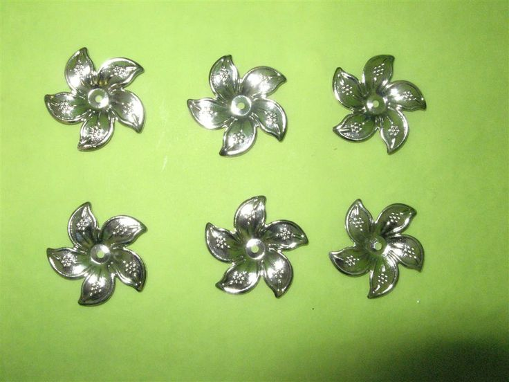Metal flowers 25mm (6 pcs)