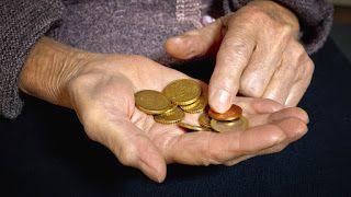 ΚΟΝΤΑ ΣΑΣ: Το βοήθημα που έγινε… φιλοδώρημα! Πόσα χρήματα θα ...
