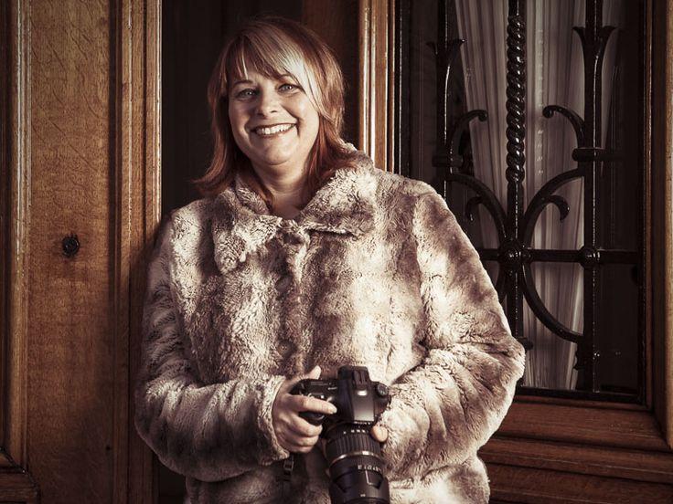 Cathleen volgt een fotografiecursus in Veldhoven. Een opdracht van de cursus is om een fotoserie te maken. De keuze van het onderwerp is vrij. Cathleen was altijd al geboeid door oude deuren, dus haar onderwerp had ze snel bepaald. Bij een eerder toevallig bezoek aan Kasteel Geldrop was haar de grote voordeur opgevallen. Wij spotten …