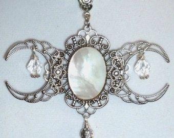 Dreifache Mondgöttin, echte Mutter Pearl Shell, Antik Silber-Finish, filigran, Halskette.