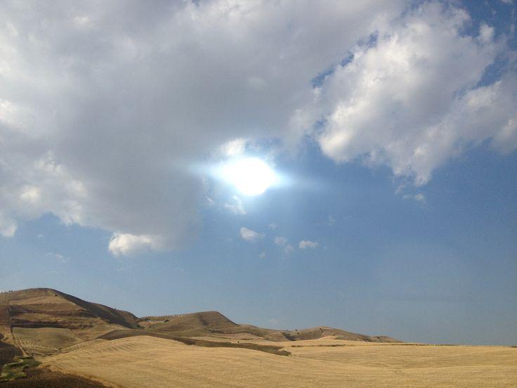 Sicilia centrale - Paesaggio lunare al centro dell'isola - Moonscape at the center of Sicily.
