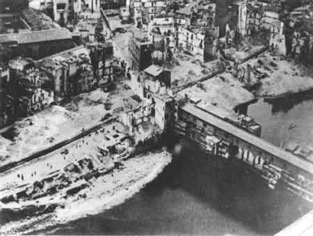 destruction around ponte vecchio after bombing during the World War Second