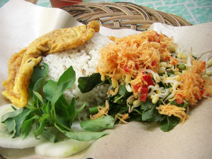 Javanese called it Gudangan, Sundanese called it Urap. indonesiancuisine. healthyfood.