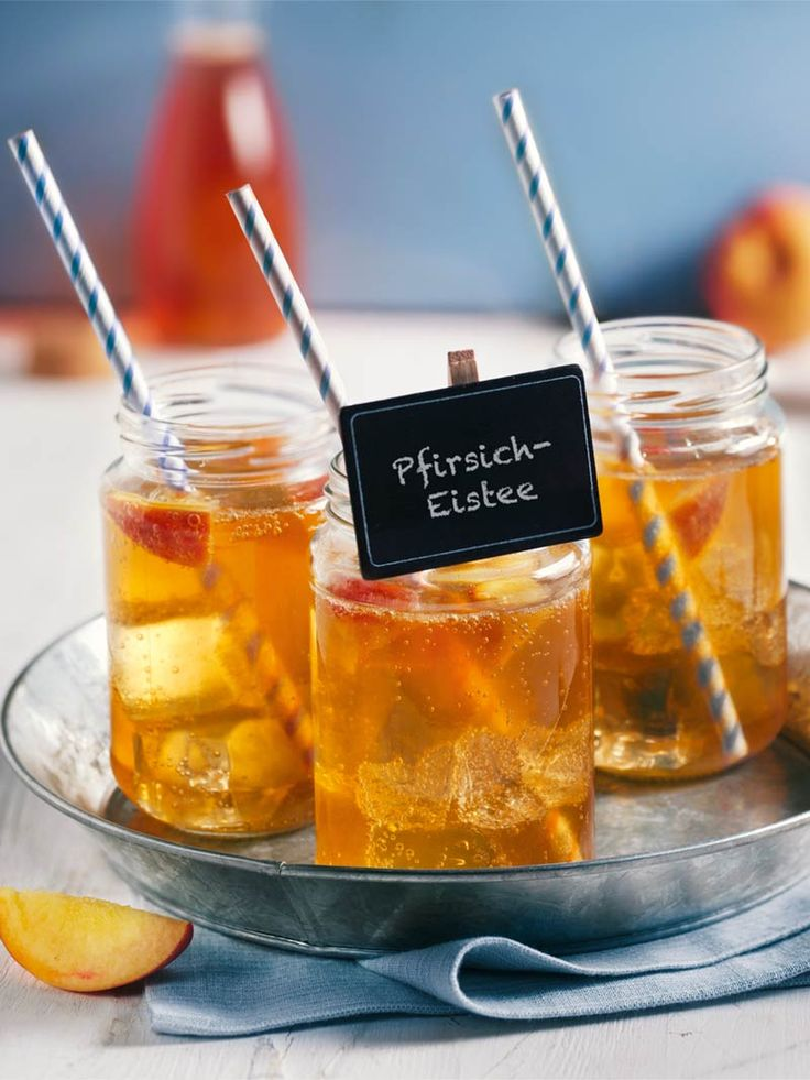 Der Eistee ist ein tolles Sommergetränk – aus Schwarzem Tee, selbst gemachtem Sirup aus Pfirsich und Ginger Ale. #Eistee #Schwarzer #Tee #Pfirsich #Ginger #Ale #Drink #Rezept #DiamantZucker