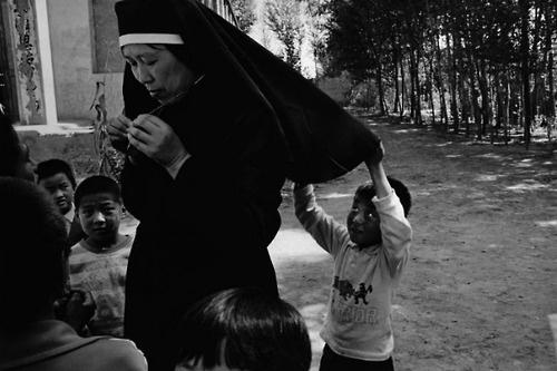 Yang Yankang, les catholiques des villages de la province du Shaanxi, Chine, 2001