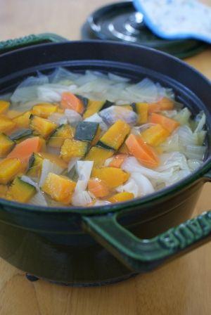 楽天が運営する楽天レシピ。ユーザーさんが投稿した「*基本のファイトケミカルスープ*」のレシピページです。話題のファイトケミカルスープです。1L作る量です。野菜はタップリ入れてます!!!。ファイトケミカルスープ。キャベツ,玉葱,人参,かぼちゃ,水
