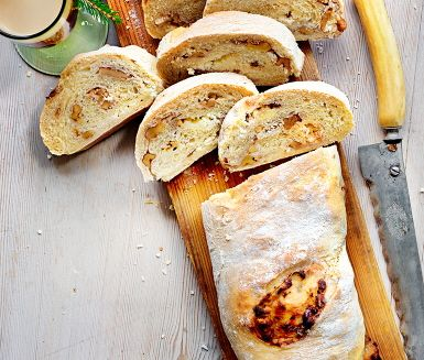 Recept: Fyllt bröd med getost, nötter och honung