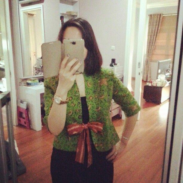 Jackie cropped blazer from batik Indramayu by Dongengan (Facebook: https://m.facebook.com/dongengan)