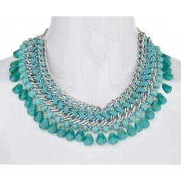 Wear this necklace day and night for an added burst of beautiful blue colour. Try matching this necklace with matching blue heels to really make an on-trend statement.