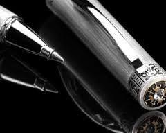 Penna sfera Akakuro con incastonata pietra Swarovsky in elegante confezione regalo con astuccio in cartoncino nero personalizzato Akakuro http://www.ibiscusgadget.it/prodotto/aku/