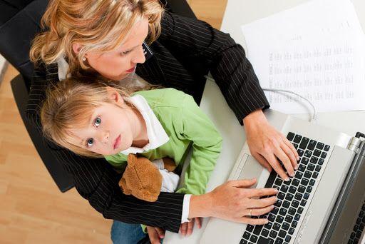 El trabajo dignifica al ser humano y es el medio para proveerle el bienestar material a la familia. Pero no siempre resulta fácil para el hombre y la mujer lograr este equilibrio trabajo-fam…