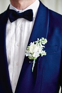 Groom Buttonhole White Flower Paperwhite Idea (BridesMagazine.co.uk)