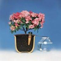 Systém Blumat zásobuje rostliny vodou přes porézní hliněné kužely. Po vysušení nasává půda vlhkost přímo z kužele. Voda pak znovu vyplní kužel ze zásobníku vody. Předpokladem pro bezporuchový provoz je nižší nebo stejně rovná hladina vody v nádržce. Omezená kapacita zásobování vodou je navržena tak, aby vyhovovala potřebám pokojových rostlin. Dvě různé velikosti kužele umožňují lepší zásobování vodou podle požadavků rostlin.