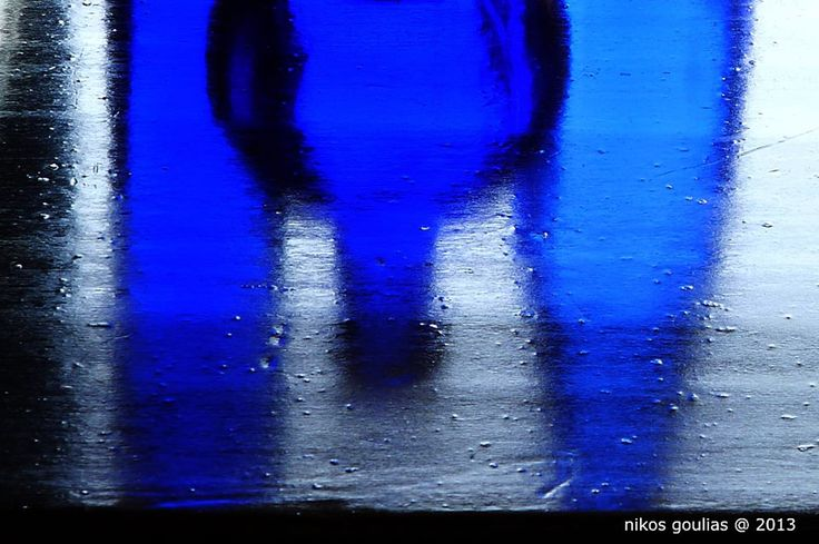 όπως υπάρχουν βουερές σιωπές,... όμοια υπάρχουν και χρωματιστές σκιές,...