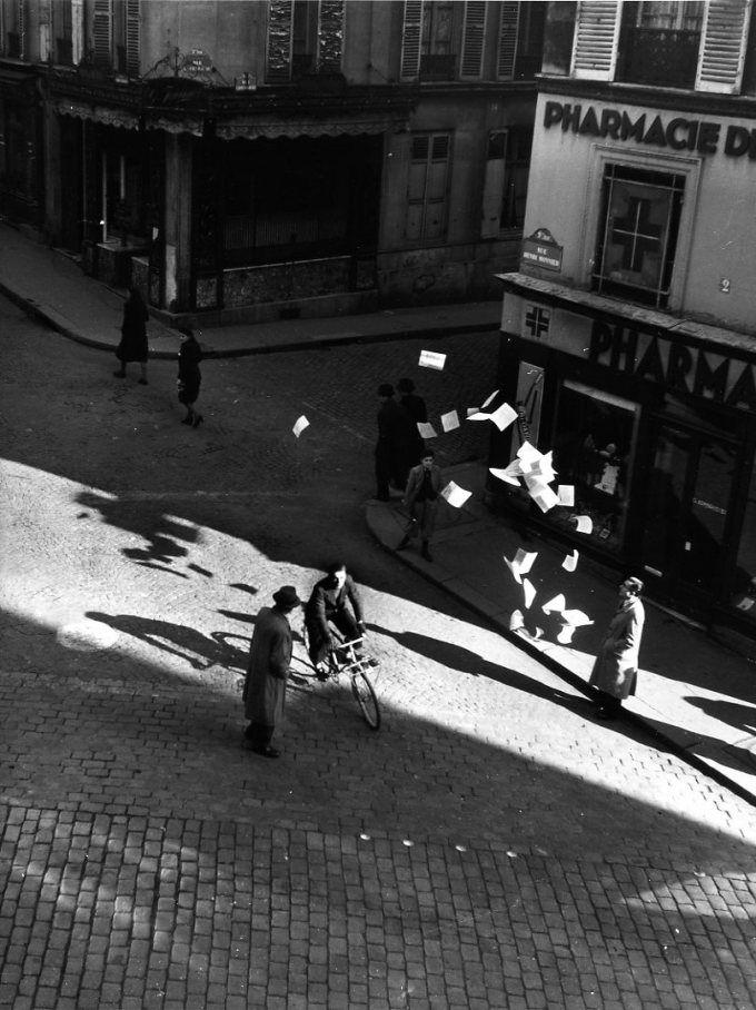 Atelier Robert Doisneau |Robert Doisneau's photo archives. - Paris: occupation, liberation