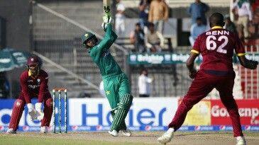 Shoaib malik 3 six's in 1 over