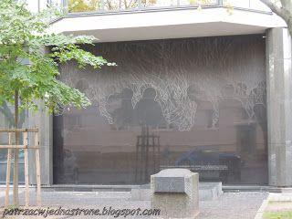 patrząc w jedną stronę: Warszawskie Getto w ogniu - 11 maja 1943 r.