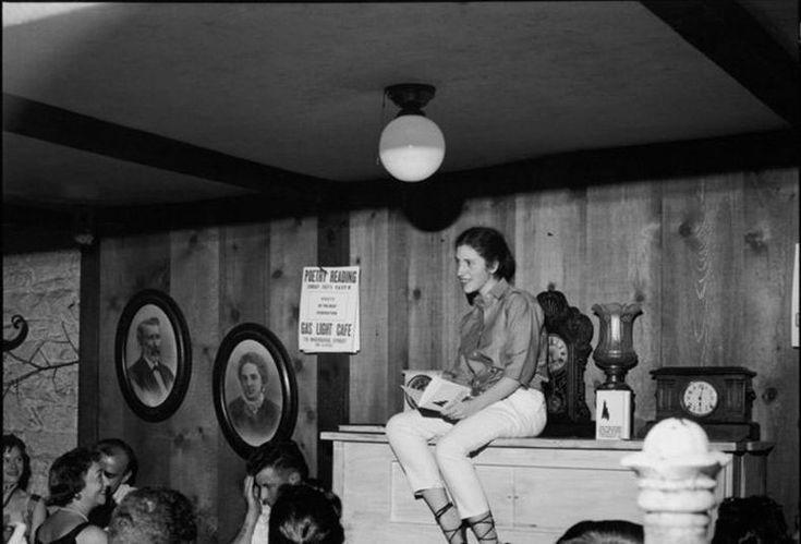 Si escribiese un texto sobre la Generación beat, probablemente lo introduciría con alguna famosa cita de On the Road, de Jack Kerouac, o con algún verso de Howl de Allen Ginsberg, himnos reconocibles asociados a toda una generación de artistas de aquel Estados Unidos de los 50 y 60. Escritores, músicos, pintores de versos inconformistas […]