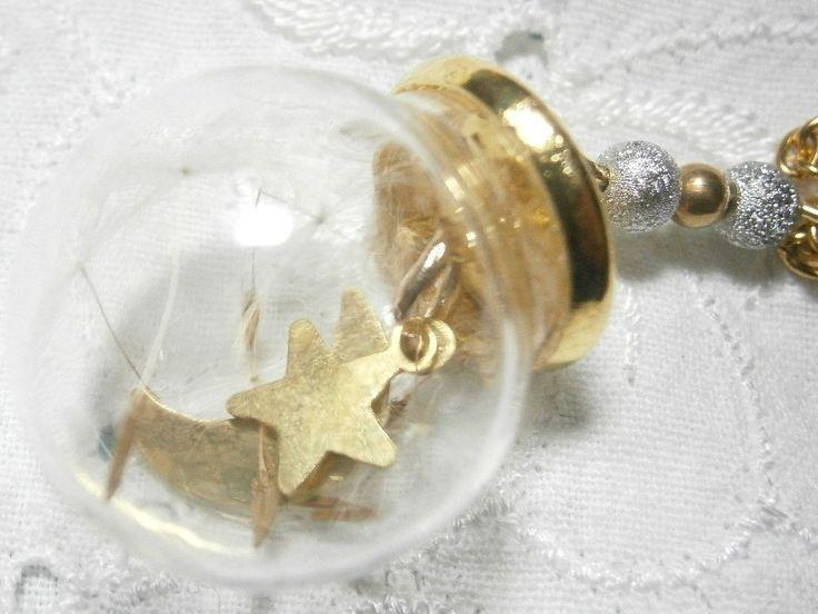 Glaskugel Kette mit echten Pusteblumen, Mond und Stern, Pusteblumenkette mit goldfarbener Kette mit Perlen,Mond,Stern, echte Löwenzahn Kette von BlackSheepDiamonds auf Etsy