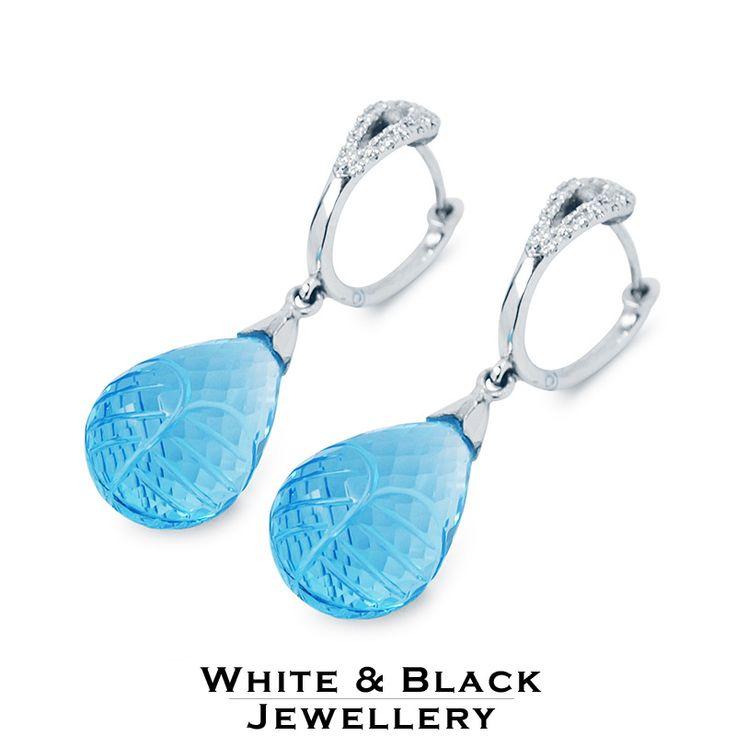 Kék topáz fülbevaló fehéraranyból, gyémántokkal kirakot zárral - Blue topaz drops earring with diamond studded clasp
