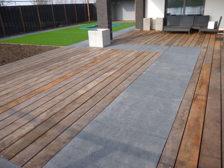 17 beste idee n over houten schuttingen op pinterest achtertuin hekken hek idee n en hekwerk - Terras houten pergola ...