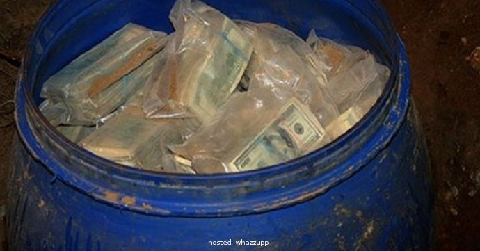 A Columbian Farmer Finds Drug Money Worth $600,000,000 Buried By Pablo Escobar