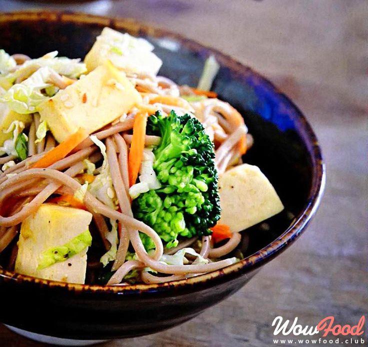 Тайский салат с маринованным тофу