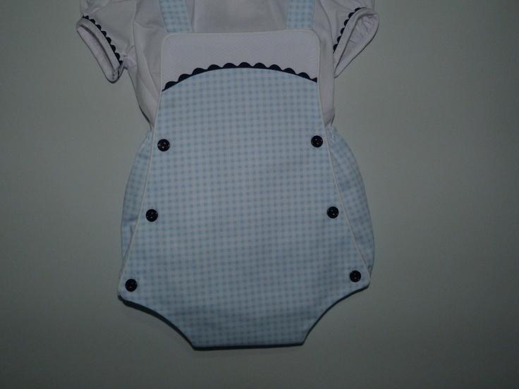 Detalle braguita de ranita para bebé de 3 a 12 meses.