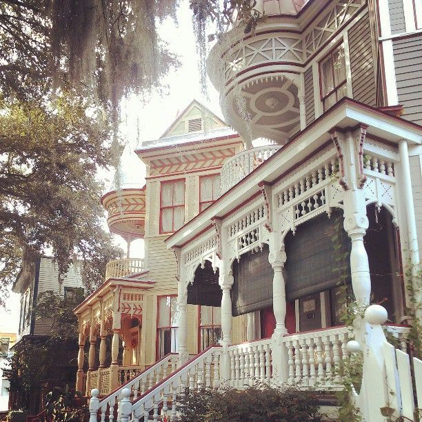 So many details on these Savannah Victorians!