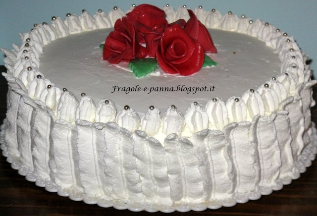 Torta panna e rose di Fragole e panna