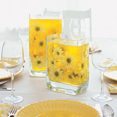 6 BOXES JELLO,1/2 THE WATER, SIT 30 MIN. THEN PLACE FLOWERS OR FRUIT  Possible centerpiece idea?: Centerpieces Ideas, Jello Recipe, Glasses Vase, Receptions Tables, Flower Centerpieces, Vibrant Color, Daisies, Jell O', Center Pieces