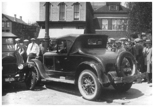 On May 26 1925 Angelo Genna crashes into a lamppost at Ogden and Hudson Avenues, following a high speed car chase and shoot out with Bugs Moran, Hymie Weiss and Vincent Drucci, following the murder of Dean O'Banion. Genna died at just 27 years of age.