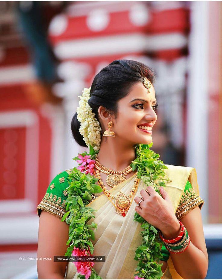 Kerala kasavu saree. South Indian bride. Traditional Indian jewellery.