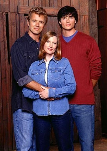 John Schneider as Jonathan Kent, Annette O'Toole as Martha Kent and Tom Welling as Clark Kent on Smallville.