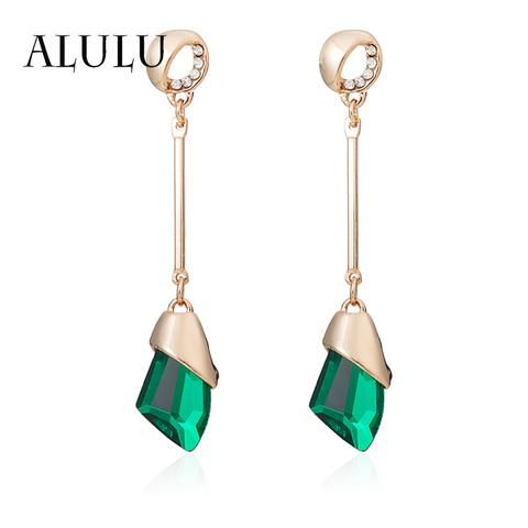 Charming and Gorgeous Pair of Stunning Drop Earrings