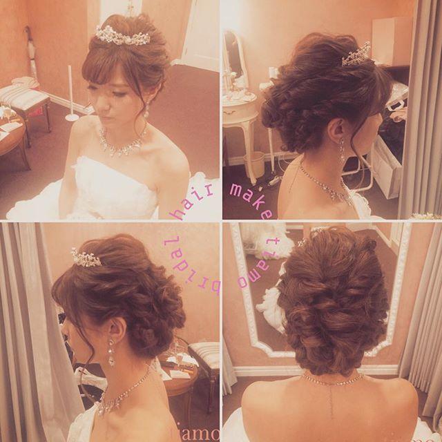 . ティアラ + 編み込みstyle♡ . ★更にブライダルヘアカタログをご覧になりたい場合はtiamoプロフィール(トップページ)のブログをクリック♪♪ . #編み込み #披露宴 #ブライダルヘアメイク#結婚式髪型 #ブライダルヘアメイク #結婚式髪型 #カールアップ #ベール #ブライダルヘアメイク#シニヨン #アップスタイル #ブライダル #結婚式 #ブライダルヘアカタログ #出張ヘアメイク #赤坂 #tiamo #ティアモ #ティアモネイル #結婚 #持ち込み #結婚式ヘアスタイル #結婚式 #結婚式ヘア #結婚式ヘアセット#お色直し #ふんわり #カチューシャ #ティアラ #シンプル