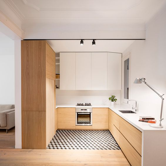 A Barcelone le quartier Eixample, à l'ouest de la plaça de Catalunya et du Barri Gotic, se métamorphose pas à pas. Le projet Borrell en est un exemple où ses concepteurs, EO arquitectura, décloisonnent l'appartement pour mieux dilater les pièces...