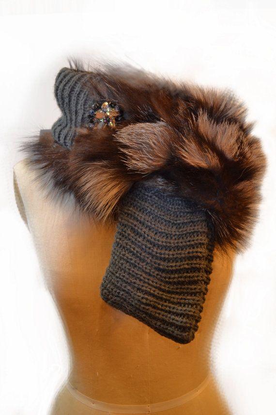Grigio a maglia sciarpa infinity con un tocco di pelliccia