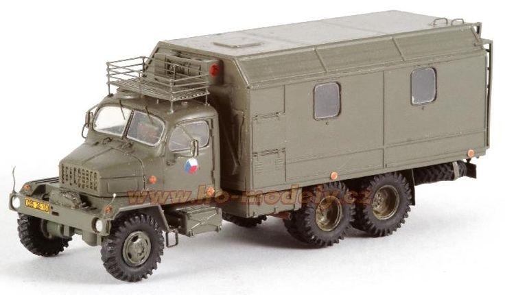 Precizní resinový model s leptanými kovovými díly Praga V3S PAD M2. Měřítko 1:87