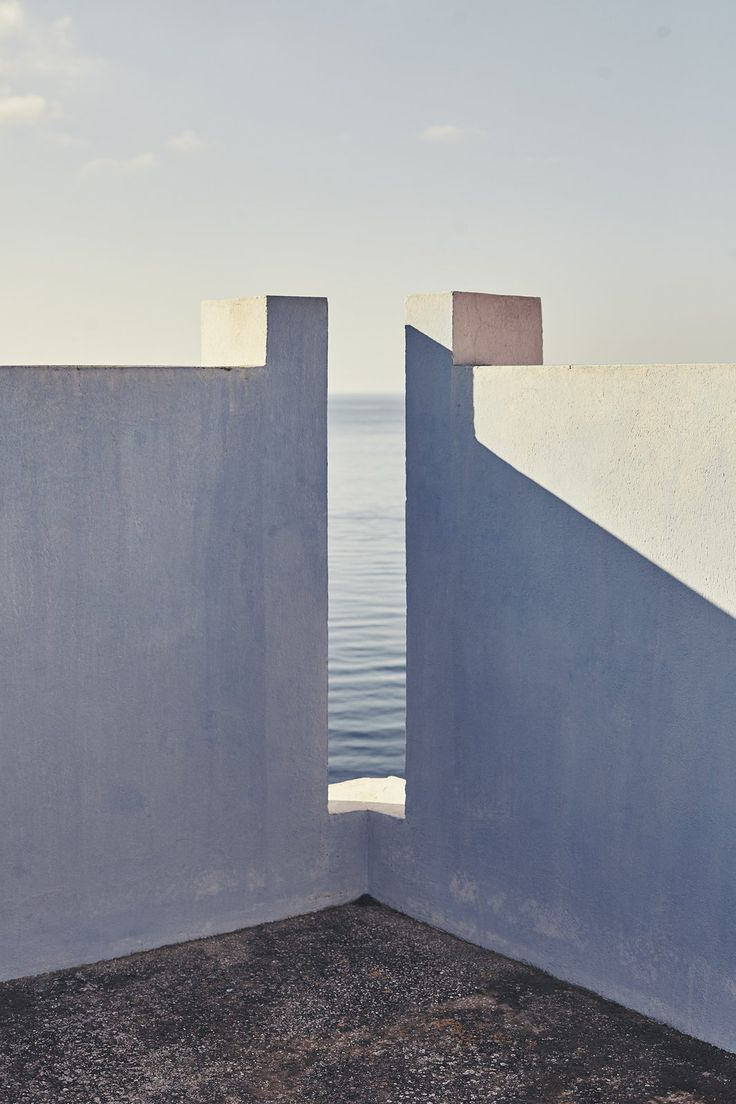 The tones of the building reflect the tones of the ocean through the opening. Creating a beautiful composition. Nacho Alegre Captures Views of Ricardo Bofill's La Muralla Roja