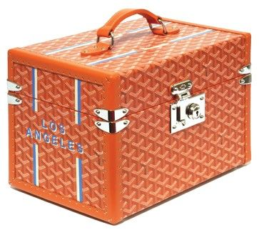 Orange elodie_bouchez_goyard -Un bagage pour la vie, un bagage pour Curie A luggage for life, a luggage for Curie.