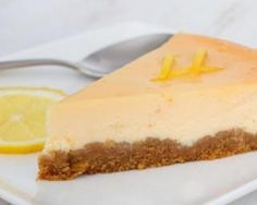 Cheesecake light au citron sans sucre ni beurre : http://www.fourchette-et-bikini.fr/recettes/recettes-minceur/cheesecake-light-au-citron-sans-sucre-ni-beurre.html