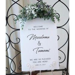 白背景に黒文字で仕上げたシンプルなウェルカムボードシンプルだからこそお客様のセンスが光ります。どんなウェディングにも合うシンプルなデザインです。メッセージ内容やフォント・色などを自由にカスタムすることが可能なのでお部屋のインテリアやお店のサイン、結婚祝いなどのプレゼントにもどうぞ。Creemaで出品されているウェルカムボードは家庭用プリンターを使用し印刷したウェルカムボードが多い中、当ストアは全て印刷会社での印刷・発送を行うためクオリティの高い商品となっています:) !!!▼サイズと納期について送料選択時にサイズ/納期/印刷方法をお選びください。<ポスター印刷の場合>B2/A2/B3/A3/B4/A4※額縁は付属ではありません。B2/A2サイズをご希望の場合は「ポスター印刷(A3/A4/B3/B4) 」と一緒に下記オプションのご購入をお願い致します。https://www.creema.jp/item/2174009&#...