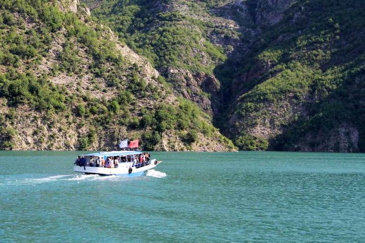 The Dragobia setting out across Lake Koman towards Fierzë. Image by Tom Masters / Lonely Planet