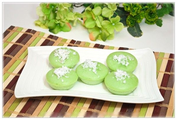 Không cần lò nướng, làm bánh cupcake lá dứa thơm ngon 1