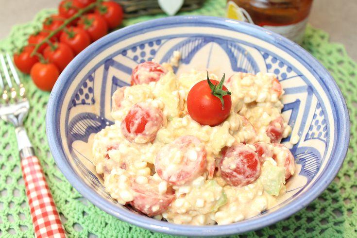 So schmeckt der tomatige Sommer... 1 Portion 200 g Hüttenkäse / körniger Frischkäse, 20% Fett 200 g Kirschtomaten, halbiert oder geviertelt, je nach Größe