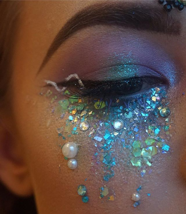Mermaid tears using @makeupgeekcosmetics eyeshadows and @urbandecaycosmetics moo dust pallet. And of course @itsinyourdreams glitters in pink Pegasus, frosted fairy and iridescent mermaid.  #mua#makeup#makeupartist#tears#glitter#glittertears#mermaid#mermaidmakeup#haloeye#moondustpalette#urbandecay#makeupgeek#iyd#inyourdreams#halloween