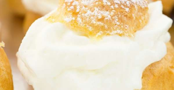 Cream Puffs With Fresh Whipping Cream  Ingredients  Makes 12  This is a printable recipe. Puffs: 1 cup water 1/2 cup (8 tablespoons) butter 1/2 scant teaspoon salt 1 1/4 cups all purpose flour 4 large eggs Filling: 1 pint heavy or whipping cream 1/4 cup granulated sugar, or to taste 1 teaspoon pure vanilla extract confectioners' sugar to dust on top